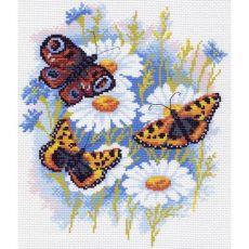 Бабочки на ромашках (28х37)